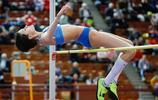 俄羅斯跳高運動員的瞬間