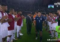 日本丟冠仍贏尊重!賽後領獎無一人開心,卡塔爾球員列隊鼓掌安慰