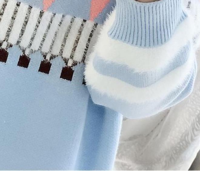 剛見這毛衣,就被迷住了!買兩件穿回孃家,鄉親眼前一亮直誇太美