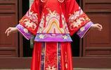 鳳冠霞帔,紅襖繡履。中國嫁衣之韻美。 