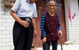 專家說脾氣暴躁人不長壽,動不動就打孩子的百歲老人,打了專家臉