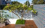 庭院設計:用防腐木做臺階,用瓷磚做圍牆的20平米小庭院