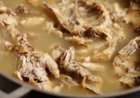 麵館如何熬製骨頭湯?