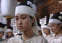 在《雍正王朝》中,雍正的皇后為什麼不讓年妃參加太后的喪儀?