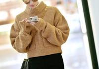 景甜穿卡其毛衣現身機場,配高腰褲秀長腿,輕鬆凹出時尚潮人範