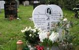 鏡頭下:十位明星墓地現狀,有一位最讓人神傷,骨灰至今未安放!