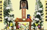 林正英葬禮現場:成龍洪金寶十位大佬扶靈,舊愛苑瓊丹悲傷憔悴