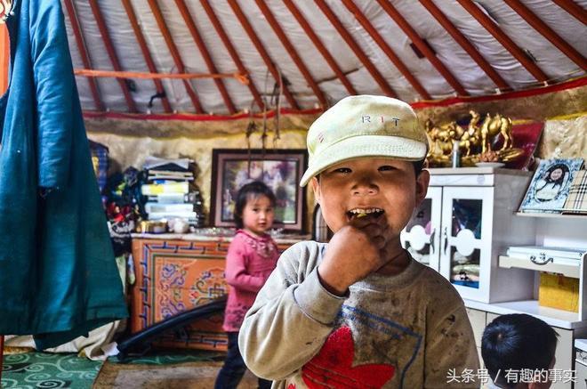 實拍蒙古遊牧生活,每天做飯、睡覺、看電視、陪孩子,簡單而幸福