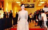"""原本以為趙麗穎穿裸色裙是全世界,直到我看了""""楊蓉"""",我遲鈍了"""