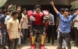 印度大學生打造低配版《鋼鐵俠》,引群眾上街熱烈慶祝