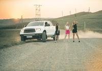 豐田坦途演繹美女與野獸,是男人都該擁有這樣一輛耐操的豐田坦途