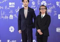 北京電影節開幕紅毯,楊紫滿滿春天氣息,迪麗熱巴芭蕾亮相