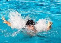 """4歲孩子游泳池""""溺水"""",這爸爸的""""搶救""""方法,值得父母學習"""