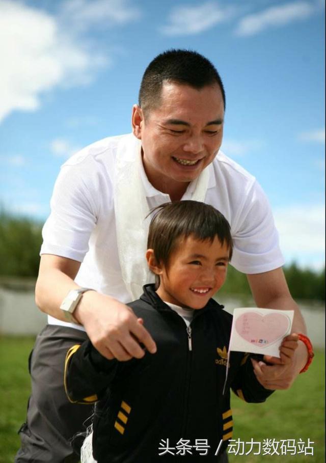 低調的富豪慈善家-李厚霖的創業之道和慈善之心