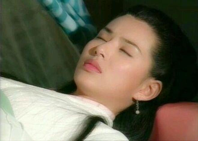 明星古裝美人側顏殺,楊冪像娃娃,劉亦菲美得心醉! 