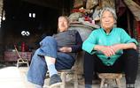山西農村76歲老人不住家裡高樓房,蝸居田園30年,看生活成啥樣