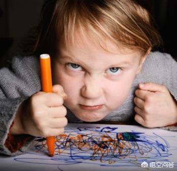 """孩子一年級,常磨蹭不寫作業,媽媽說""""不想寫就收起來"""",孩子立刻收了,你怎麼辦?"""