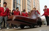 """浙江一家鞋廠製作3米長的電動""""鞋車"""",時速達30公里"""