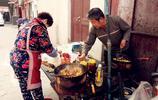 老夫妻小衚衕賣炒飯16年,不為掙錢只為找點樂趣,沒想到生意火爆