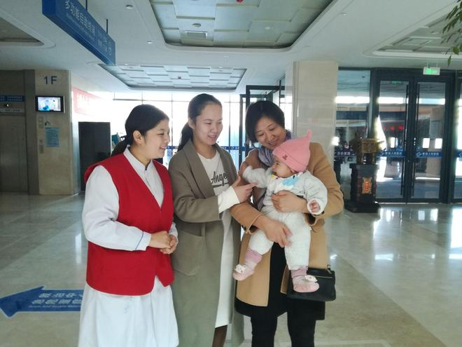 仁愛天使志願者(20171106-01):美女六人組,熱水敬病人