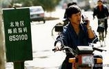 """90年代有錢人的老照片:手持""""大哥大"""",騎著摩托車,倍有面子"""