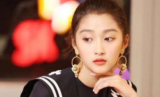 真正的國民閨女,關曉彤最大的對手回來了,楊紫都讓她三分