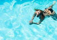 蝶泳蛙泳自由泳哪個好學?