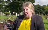 直擊:42年的疑問困擾著一位母親,如今她終於打開了兒子的棺材