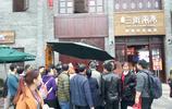 """廣西南寧:""""糖人西施""""街邊賣藝,吸引眾多市民圍觀"""