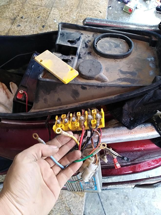 電動車不走,推著又很沉,多年維修師傅告訴你是哪裡出現問題了