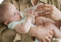寶寶轉奶後,晚上哭鬧變得比以前多了,有時候還會便祕,怎麼回事?