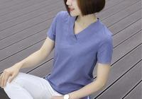 女人若不想顯老,多穿減齡T恤,搭配煙管褲,帶來強烈的視覺刺激