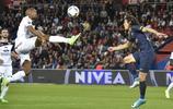 足球——法甲聯賽:巴黎聖日耳曼勝甘岡