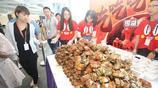 阿里巴巴的食堂,大閘蟹跟饅頭一樣堆積如山,在職員工免費吃