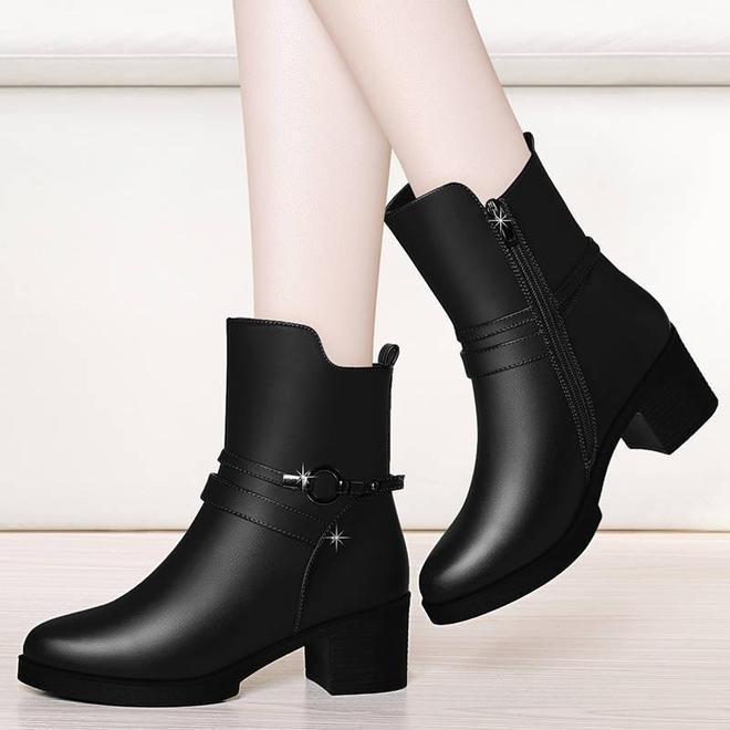 """新出一種女鞋,叫""""媽媽靴"""",比雪地靴洋氣比布鞋輕便,賊保暖"""