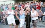 實拍俄羅斯貧困老人移民中國養老,退休金買房享受生活