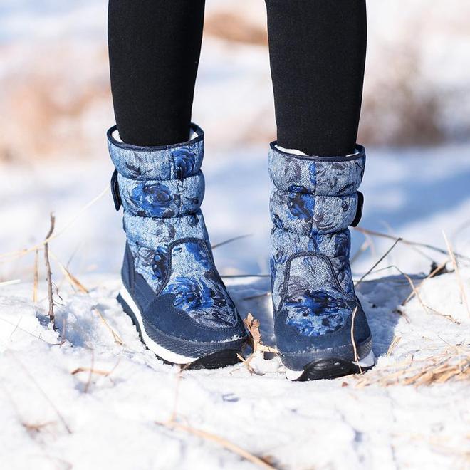 """一下雪,有種""""防水雪地靴火了,雖貴,但不溼不滑不凍腳,可暖和"""