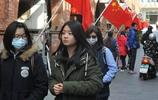 臺灣省金門人民是怎麼過新年的?直接在街頭掛起了五星紅旗