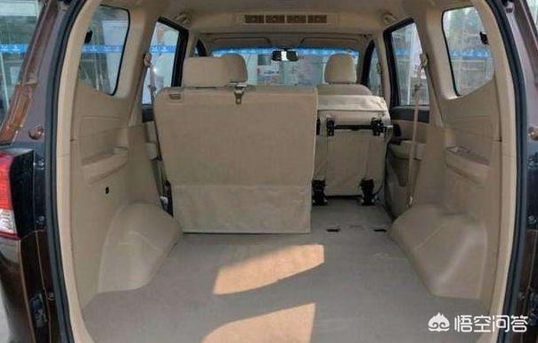五菱宏光S把後三排的座椅拆了,不拉人也不載貨,這樣做違法嗎?