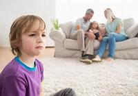 為什麼多子女的老人會嚴重偏心其中一個孩子,為什麼被偏愛的那個孩子卻往往討厭老人?