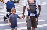 美國超MAN奶爸帶孩子,中國男人以當奶爸為恥,美國男人卻相反