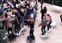 《搞笑精華-Gif圖集》什麼叫群魔亂舞,這就叫群魔亂舞!