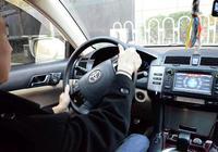 我的車打方向盤的時候怠速會抖動,請問是怎麼回事?