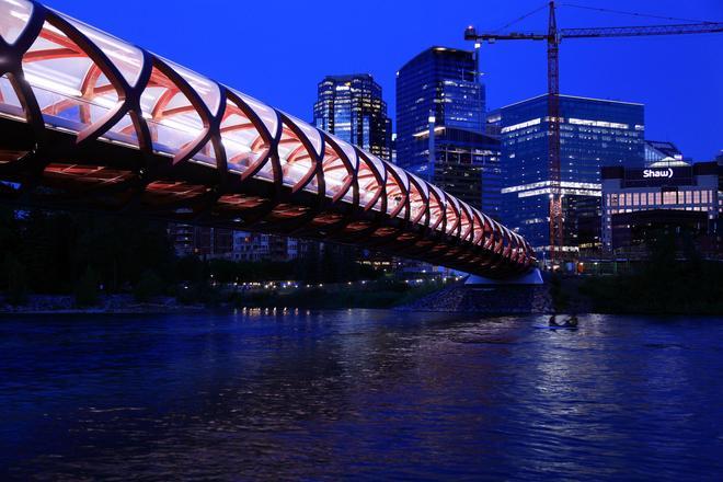 這座橋不足200米,卻用了幾個億才修建好,最後汽車還無法通行