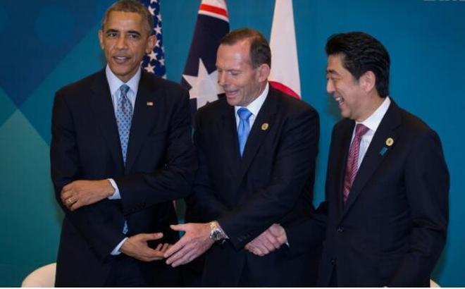 美國:奧巴馬最想刪掉的尷尬照片,當然還有親民的捉魚照