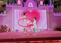 奚夢瑤的求婚戒曝光了,看上去很大很搶眼,但這拍照姿勢有點尷尬
