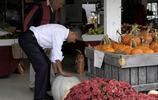 實拍奧巴馬和夫人的退休生活,逛街買瓜深受民眾喜愛