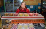 農村奶奶進城賣涼粉,一天賣出1千碗,每天供不應求