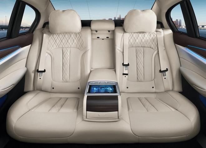 官圖放出 確實很像7系 全新BMW 5系Li上海車展亮相