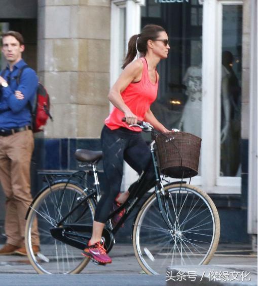 王妃妹妹皮帕身家過億低調出行,騎單車逛街巧合前輪爆胎